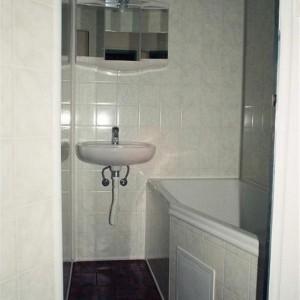 lepená umakartová koupelna